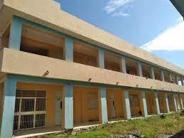 Familias haitianas ocupan escuela en construcción