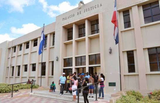 Imponen tres meses de prisión a profesor acusado de seducir a una menor de 17 años